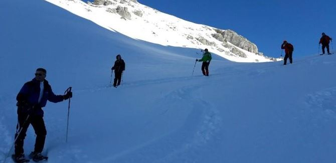 Guided snow shoe hike with the ski school Warth.