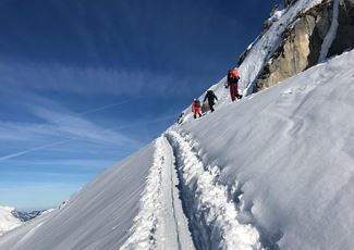 Groupe start up skitouring with the snow sport school Warth Arlberg Snowsports.